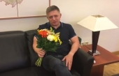 Fico sa vyjadril k fotke s dievčaťom, posiela jej kvety