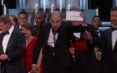 Odovzdávanie Oscarov sprevádzal omyl, hlavnú cenu dali nesprávnemu filmu