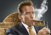 Trump bude producentom reality šou, moderovať ju bude Schwarzenegger