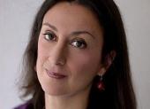 Bomba pod autom maltskej novinárky bola odpálená na diaľku