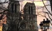 Kúpou tejto knihy prispejete na obnovu katedrály Notre-Dame