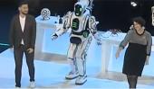 Novinári zistili, že robot, ktorým sa chvália Rusi, je v skutočnosti človek (VIDEO)
