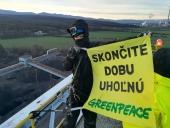 Medzi zadržanými aktivistami Greenpeace bol aj dlhoročný novinár