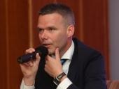 Bývalý moderátor O 5 minút 12 bude moderovať špeciálnu prezidentskú debatu vo vlaku