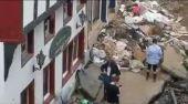 Novinárku vyhodili po tom, čo sa pred reportážou o povodni pomazala bahnom (VIDEO)