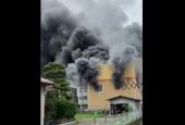 Pri požiari v štúdiu animovaných filmov zahynulo najmenej 33 ľudí (VIDEO)